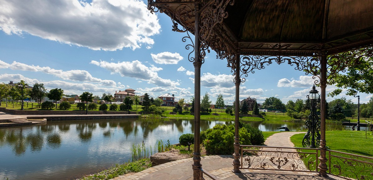 Набережная малого озера, поселок Николино
