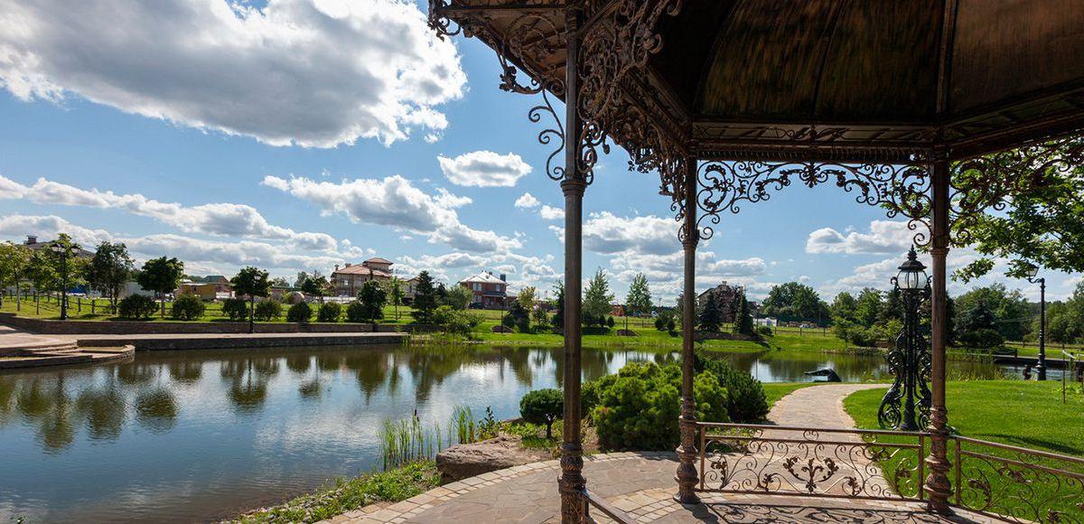 Набережная малого озера , поселок Николино