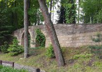 Забор одного из домов, поселок Николино