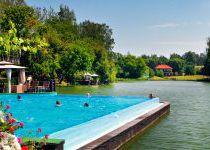 Бассейн в озере, поселок Николино